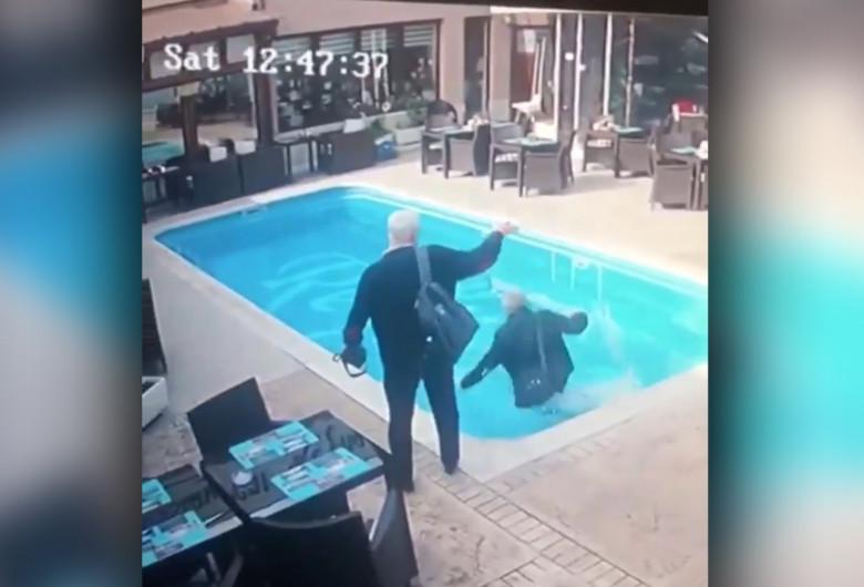 Inspector ANAF cade în apă