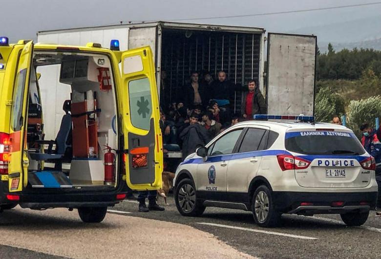 Imigranți descoperiți într-un camion frigorific în Grecia