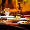 Cină la restaurant, local, masă, mâncare, ieșit în oraș