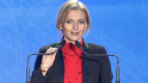 Alina Gorghiu, la microfoane zâmbind șmecherește