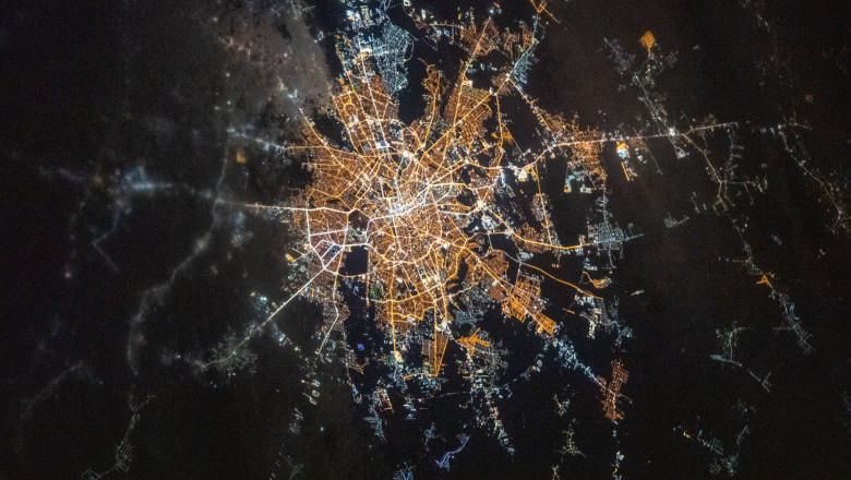 Bucureștiul, văzut din spațiu pe timp de noapte