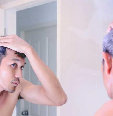 Păr alb la bărbat tânăr, încărunțire, cărunt
