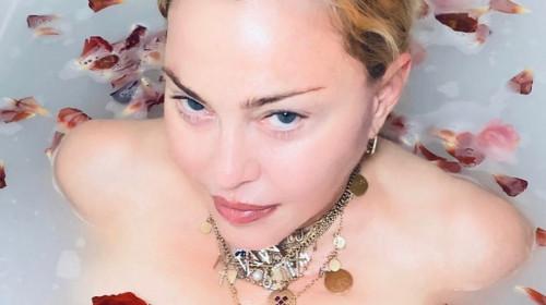 Madonna, în cadă