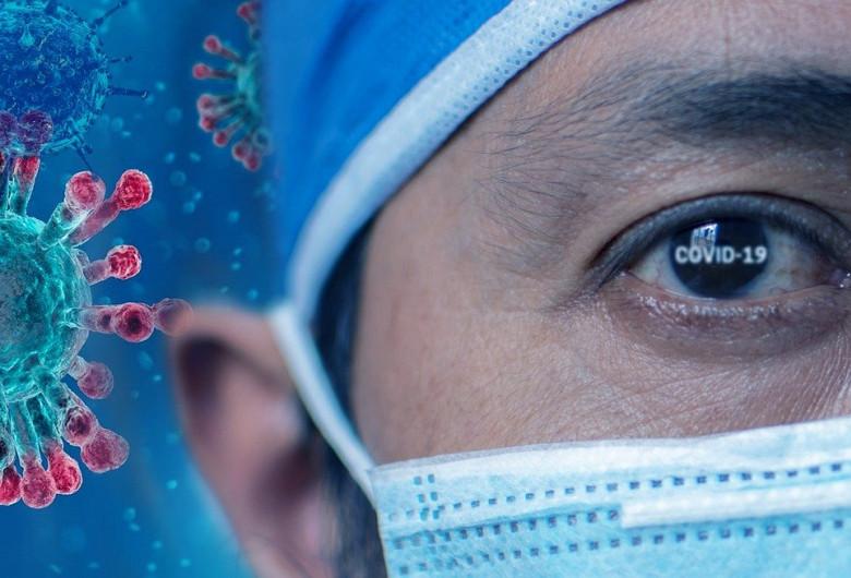 Cadru medical, doctor, medic, asistent, infirmier cu coronavirus, COVID-19