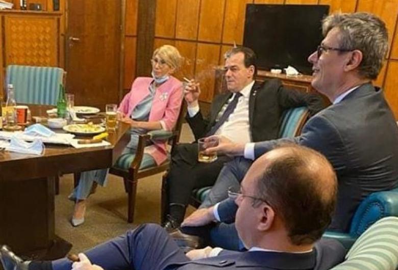 Orban fumează, Popescu bea și Aurescu are trabuc