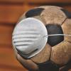 Fotbal cu minge cu mască de protecție de coronavirus, COVID-19