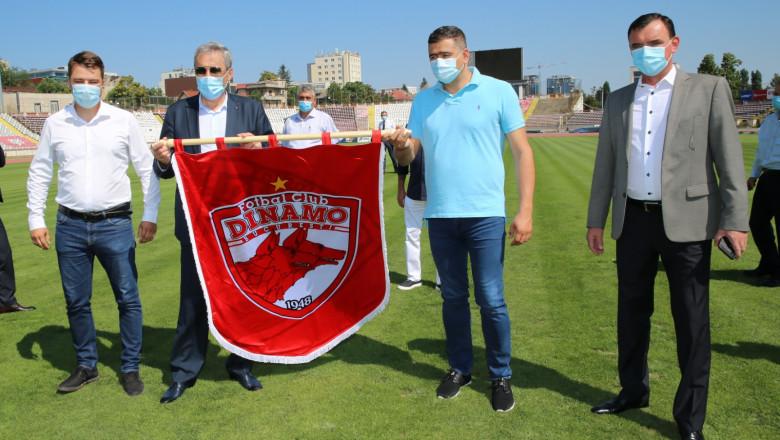 Marcel Vela cu steagul Dinamo