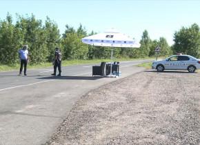 Polițiști la intrarea într-o localitate, razii, verificări, controale, carantină, coronavirus, COVID-19, filtre de Poliție