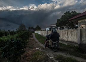 muntele sinabung eruptie vulcan indonezia
