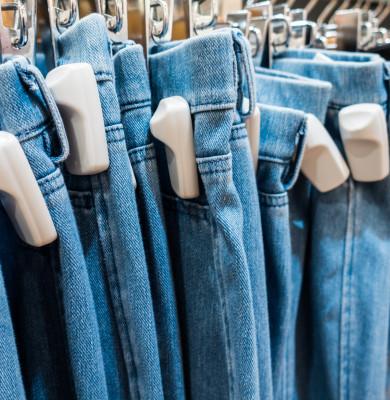 Blugi, haine cu siguranță de plastic, furt din magazine, alarmă, pantaloni, cumpărături, shopping