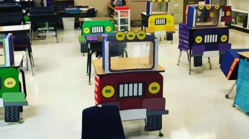 Bănci în formă de tractoare în clasă