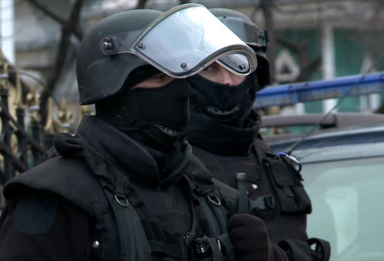 Jandarmi, forțe de ordine, clanuri, infracționalitate, percheziții