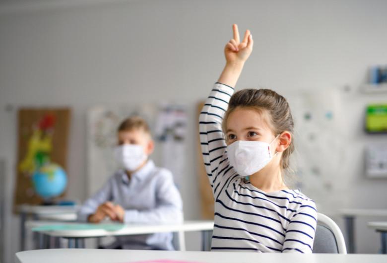 Copii la școală, elevi, mască de coronavirus, COVID-19, SARS-CoV-2, asimptomatici