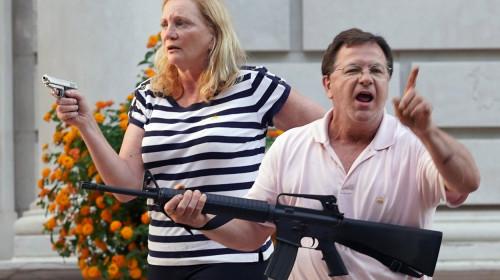 Familia McCloskey, cei care au amenințat protestatari pașnici cu mitraliera
