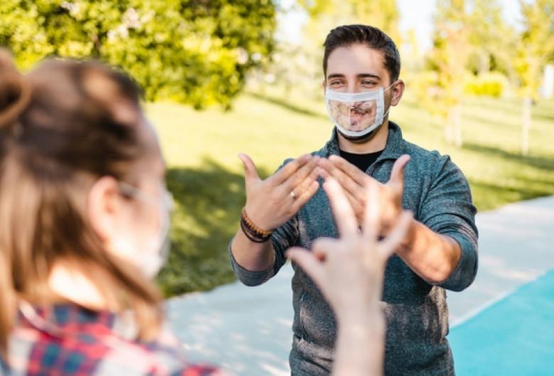 masca-surdo-muti-dificultate-in-comunicare