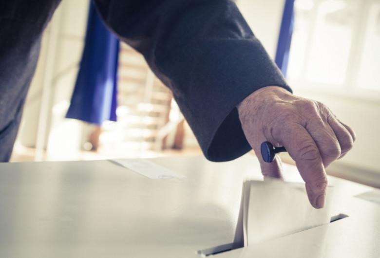 Vot, alegeri, scrutin, referendum, ștampilă, buletin de vot, secție de votare