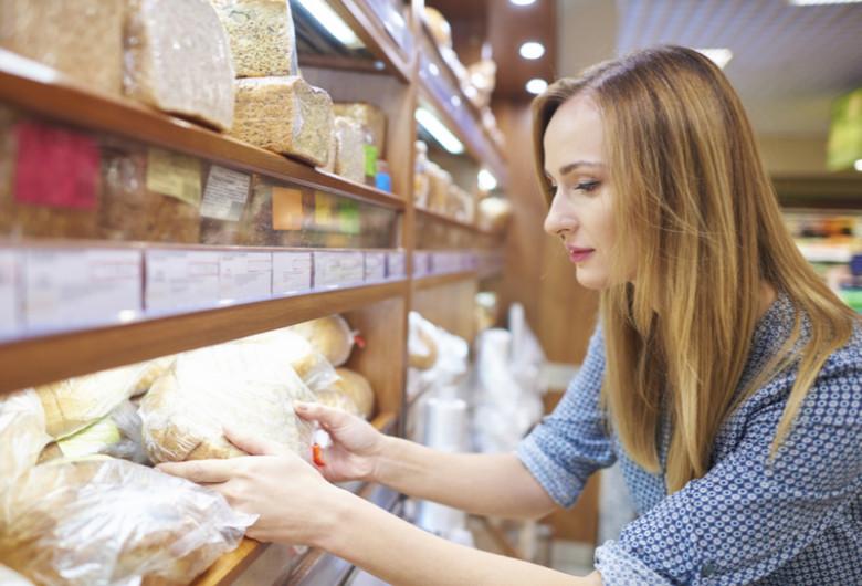 Pâine ambalată într-un magazin, cumpărături, panificație, grâu, alimente, mâncare