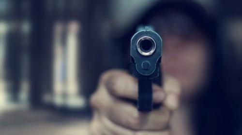 Pistol, armă, împușcături, violențe, atac armat, infractor, criminal, asasin, crimă, foc de armă