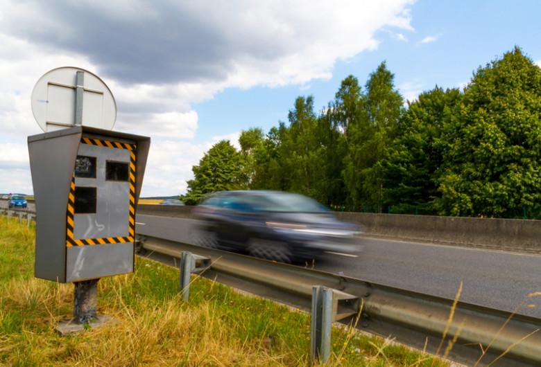 Viteză excesivă, șofer, mașină, auto, condus iresponsabil, accelerație