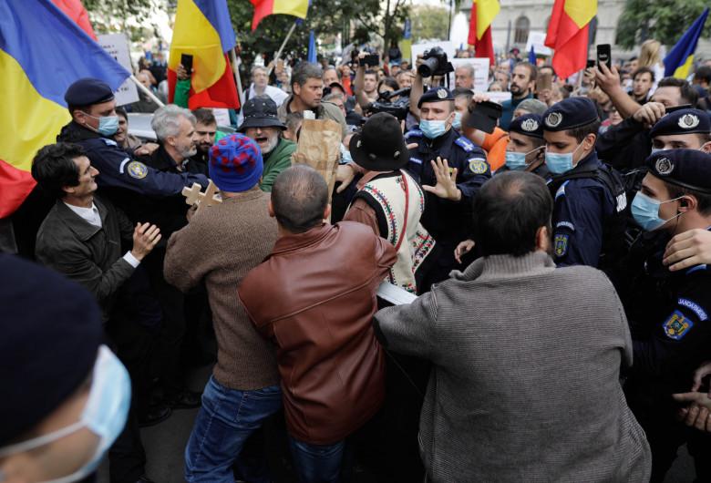 Protest antimască în Piața Universității