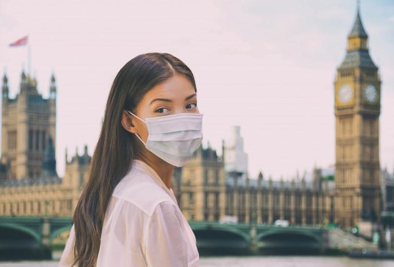 Londra femeie cu mască