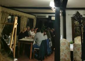 Marcel Ciolacu, la restaurant, sfidând regulile sanitare, fără mască,