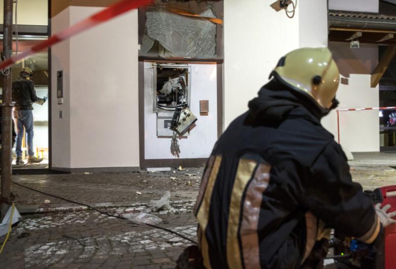 Jaf cu explozie la bancomat ATM, bani, hoți, distrugere