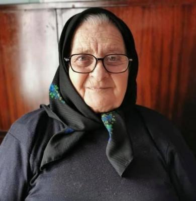 O femeie de 81 de ani a croșetat ciorapi de lână pentru pompierii din Sângeorz Băi