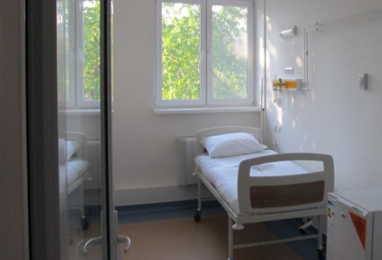Spitalul Județean Alba Iulia, salon cu pat de pacient, sanitar