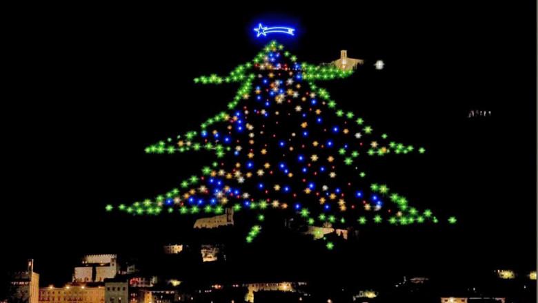 Cel mai mare brad de Crăciun din lume, în Gubbio, Italia