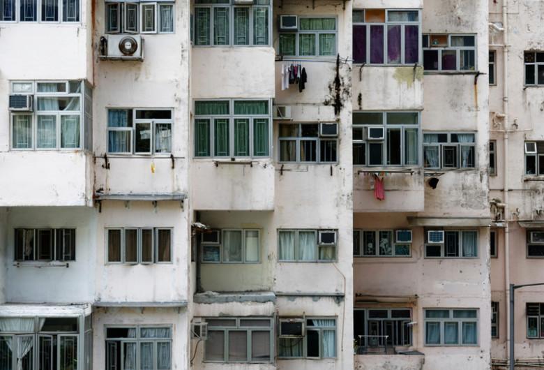 Bloc cu apartamente case garsoniere aglomerate, fără spațiu, îngrămădite, imobiliar, blocuri vechi