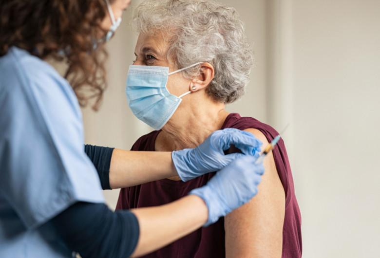 Vaccin, injecție, ser, doză, seringă, pacient, imunizare, COVID-19