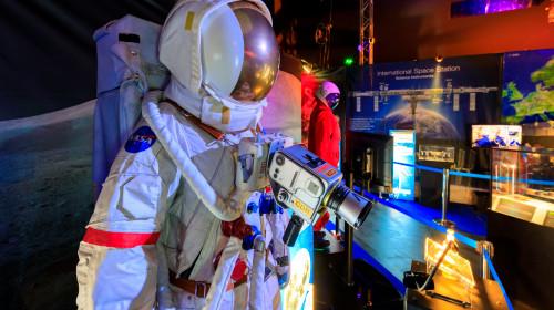 Astronaut la expoziție spațială