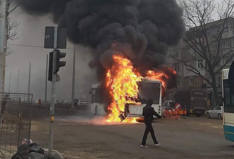 Autobuz în flăcări la Galați