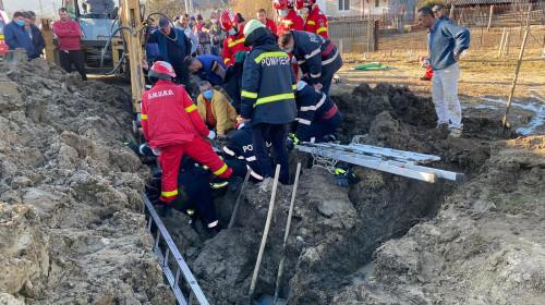 Pompierii de la ISU Argeș salvează un bărbat prins sub pământ