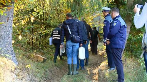 Polițiști în pădure, anchetatori