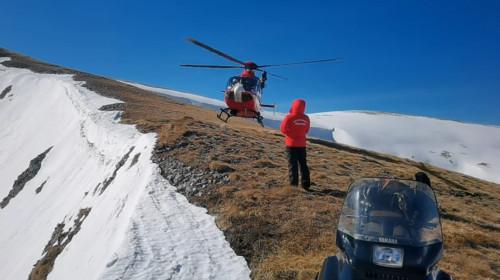 Salvamont, elicopter de salvare la munte, căutări de turiști