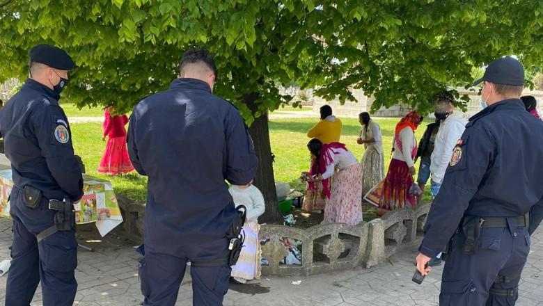 Țigani la picnic în cimitir la Galați