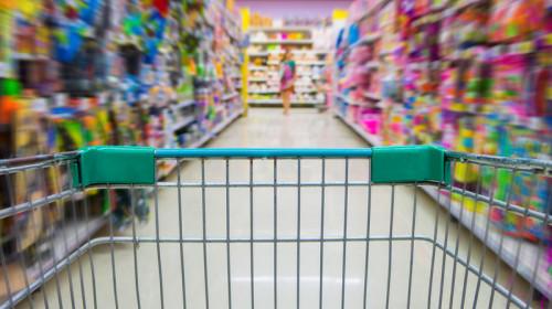 Cumpărături de jucării pentru copii și rechizite școlare, comerț, hypermarket, supermarket