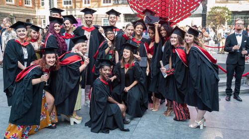 Studenți la universități din străinătate, educație, facultate, absolvire, licență
