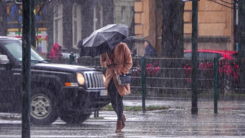 Ploaie torențială, precipitații, vreme rea, umbrelă, ploi abundente