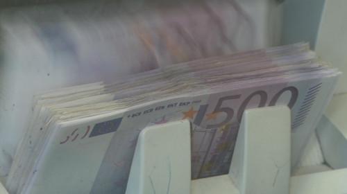 Euro, bani, valută, casierie, rate, credite, împrumuturi, finanțe