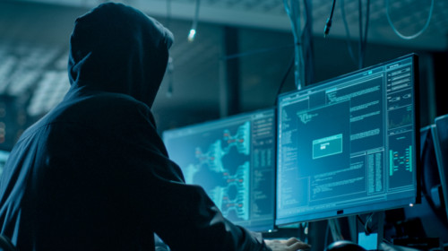 Hackeri, infractori cibernetici, fraudă online, phishing, escroci pe internet