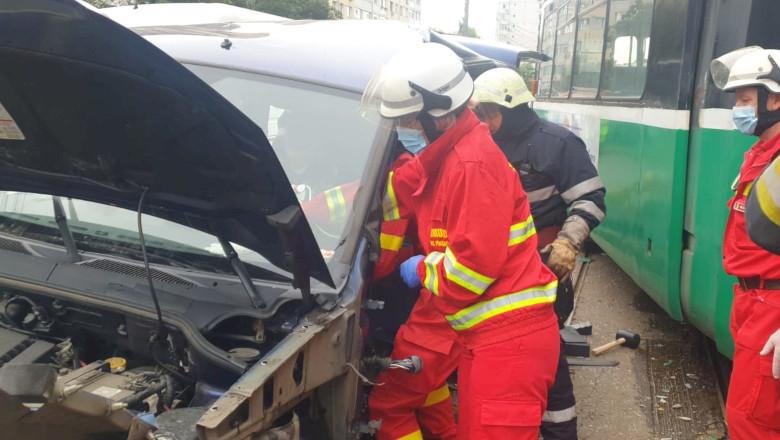 Accident cu tramvai care lovește mașină în Iași
