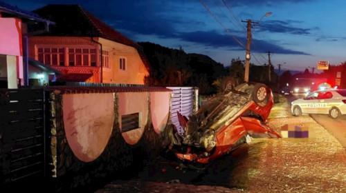 Mașină răsturnată în accident rutier la Câmpulung
