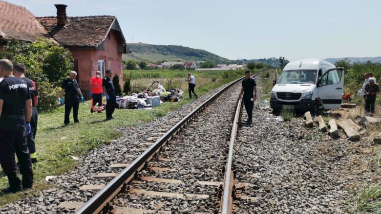 Accident feroviar cu microbuz lovit de tren în Cluj