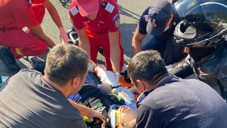 Pompierii de la ISU Buzău dau primul ajutor unui motociclist rănit
