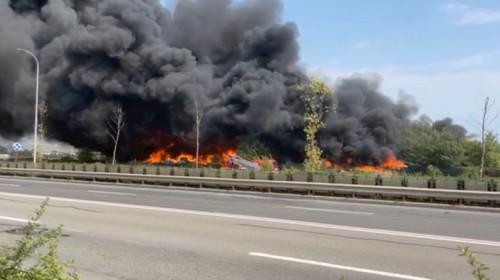 Incendiu la un depozit de PET-uri din Alba Iulia