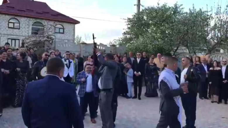 Nuntă cu împușcături în aer, cu Adrian Minune