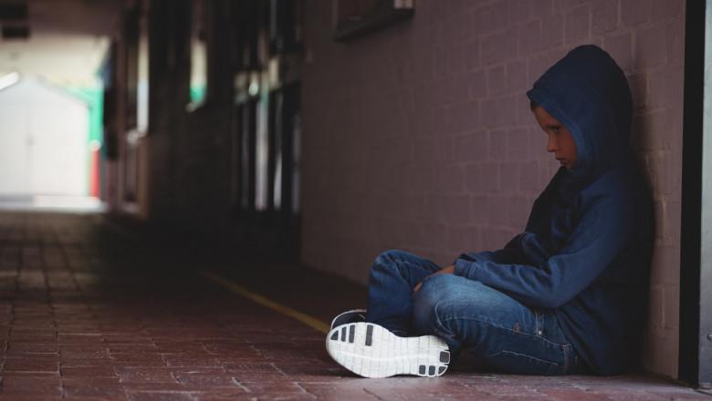 copil, adolescent trist